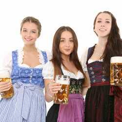 Apsveikuma e-kartiņa Alus svētki bavārija - meitenes ar alus kausiem