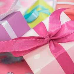 Apsveikuma e-kartiņa Daudz laimes dzimšanas dienā - rozā dāvana