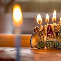 Apsveikuma e-kartiņa Laimīgu dzimšanas dienu svece