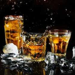 Apsveikuma e-kartiņa Trīs kokteiļu dzērieni