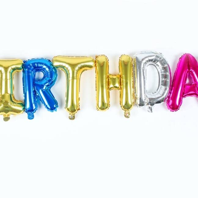 Dzimšanas dienas uzraksts no baloniem e-kartiņa