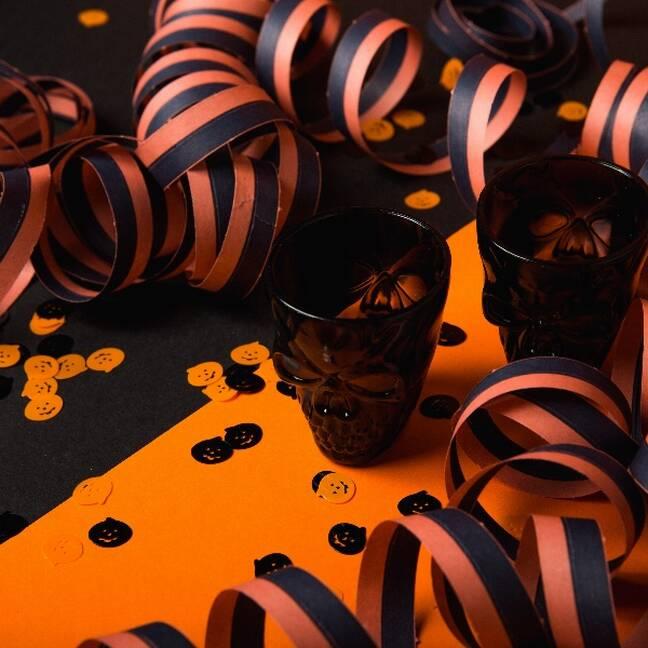 Halloween tēma, orandži melns galds e-kartiņa