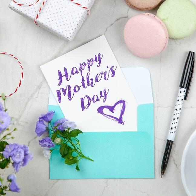 Mātes dienas kartiņa ar aksesuāriem e-kartiņa