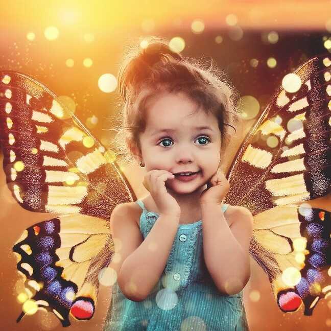 Meitene ar spārniņiem un lielām acīm e-kartiņa