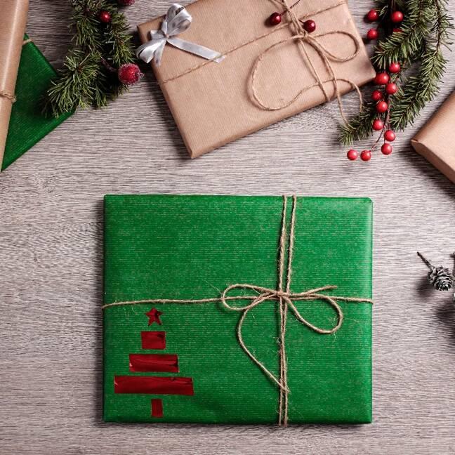 Ziemassvētku dāvanas zaļa paciņa e-kartiņa